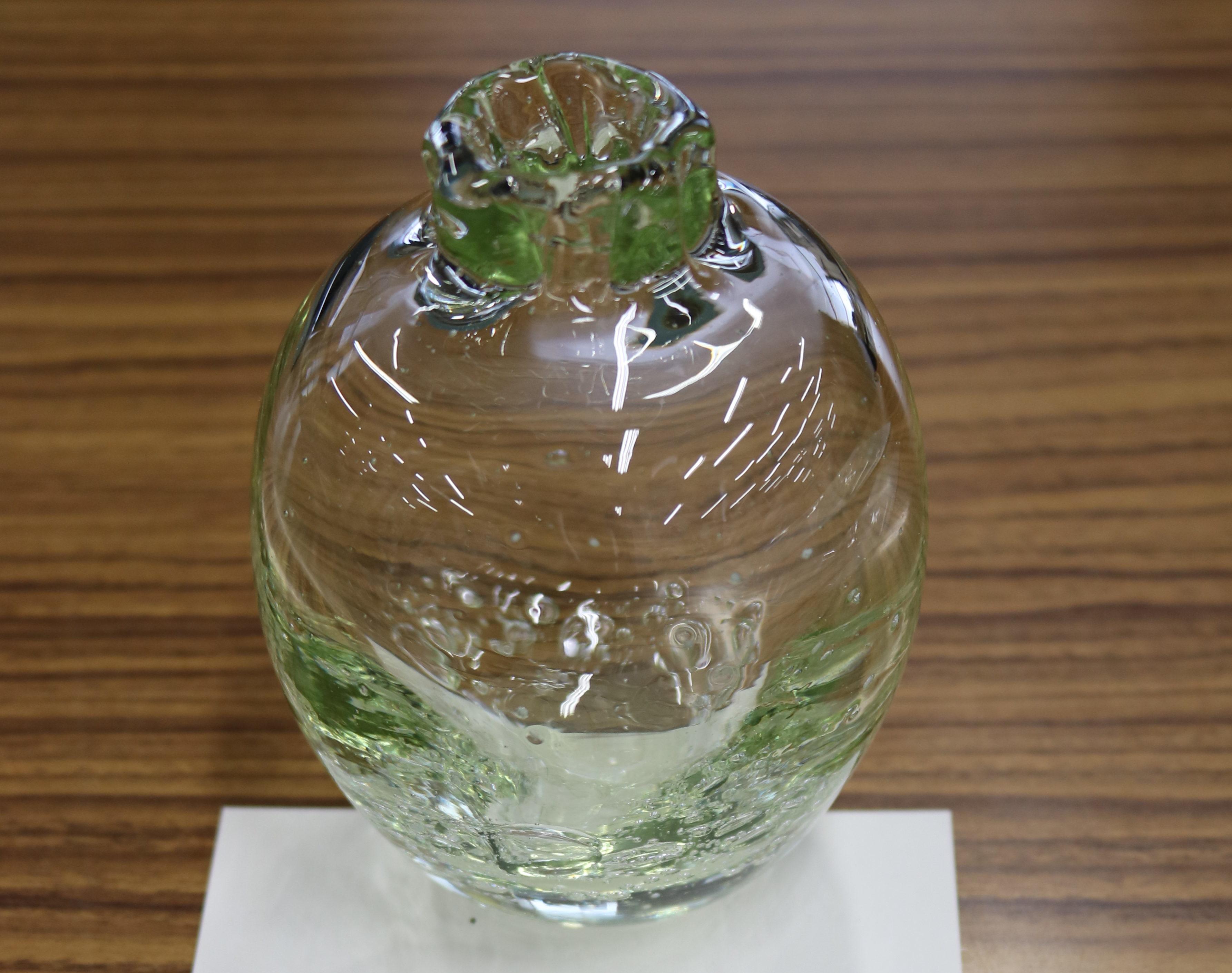 琵琶湖の水草が美しいガラス工芸に 滋賀県「水草等対策技術開発支援事業」のひとつが商品化