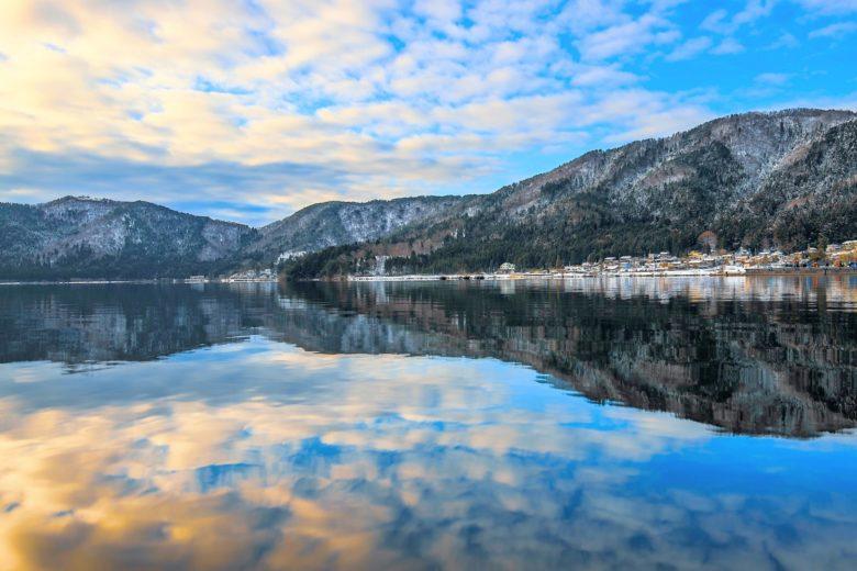 人々を水害から守る神秘的な「鏡湖」余呉湖ダム